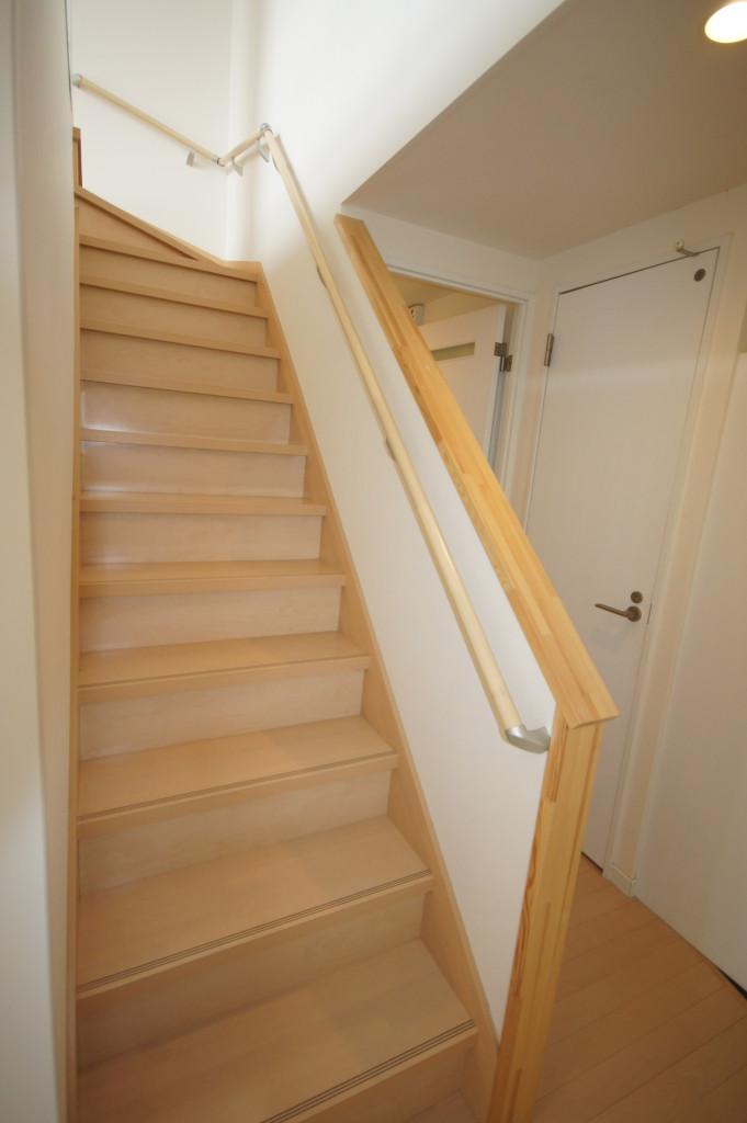 2Fへと続く階段