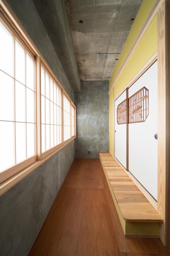 小上がりの和室入口(内装)