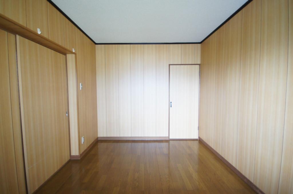 木目調の洋室です