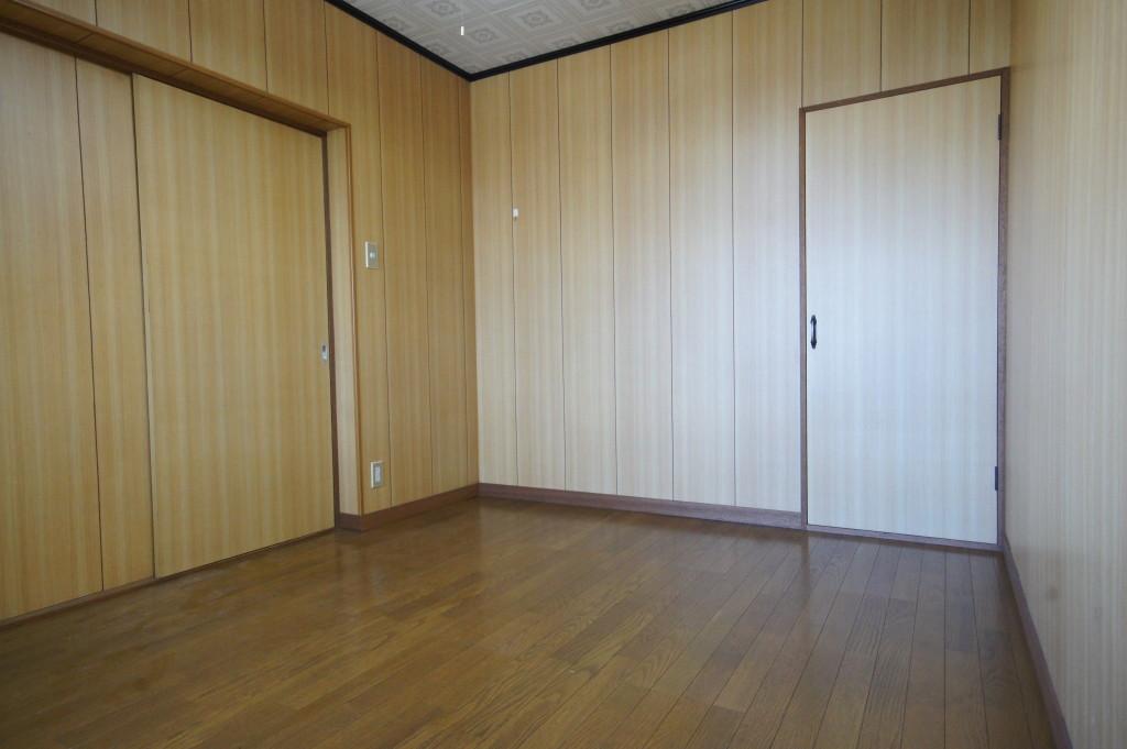木目調の洋室です(内装)