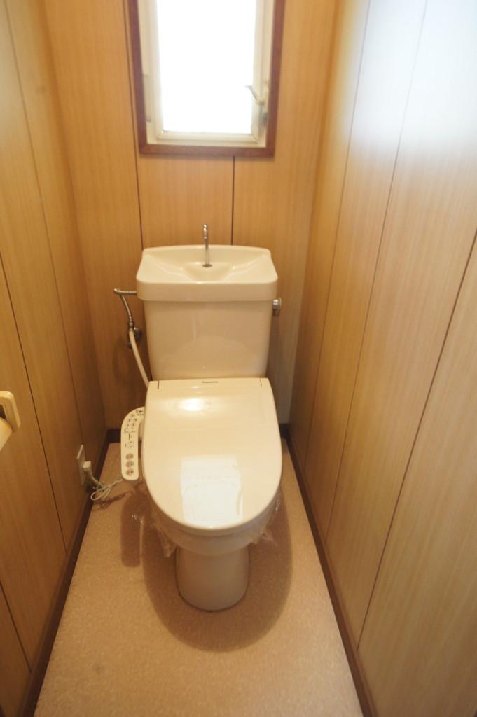 ウォシュレット機能付きトイレです