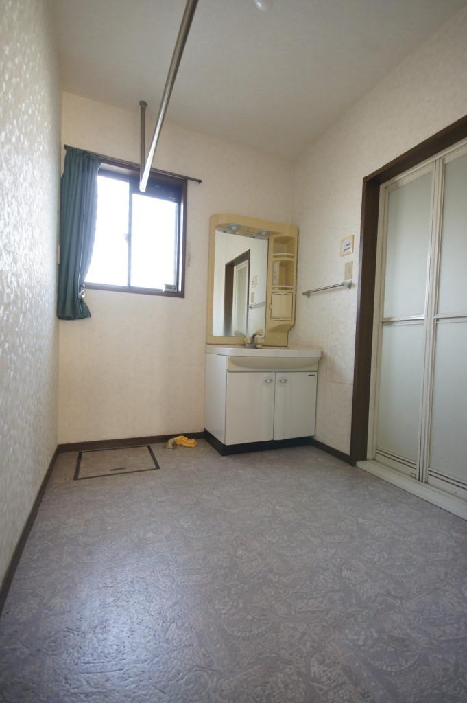 洗面室、物干しスペースあり